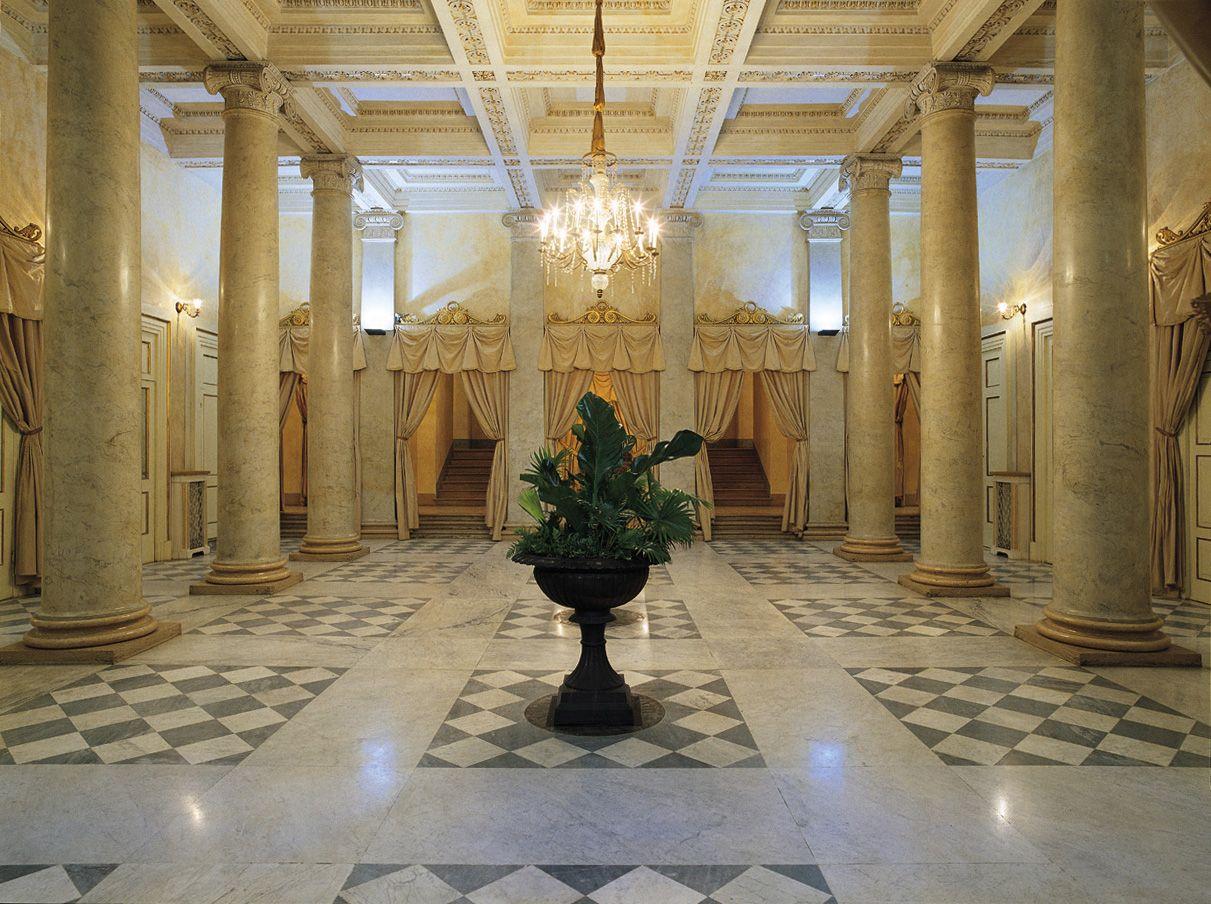 Teatro Regio Foyer