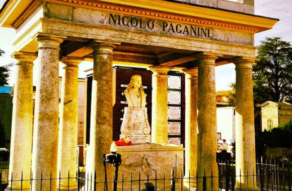 Tomba-Niccolò-Paganini particolare.jpg