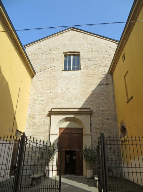 Chiesa_della_Santissima_Trinità_Parma_-_facciata_.jpg