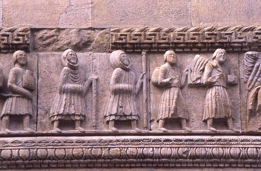 Fidenza Duomo dettaglio facciata pellegrini