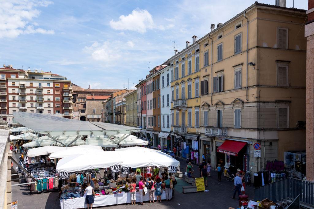 Piazza Ghiaia mercato