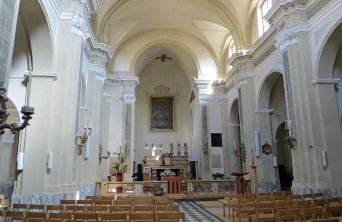 Chiesa_della_Santissima_Trinità_Parma_-_navate.jpg
