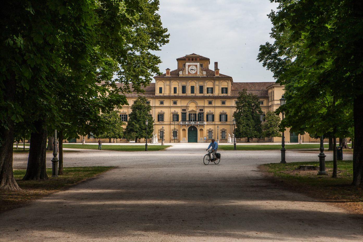 Palazzo Ducale con bici.jpg