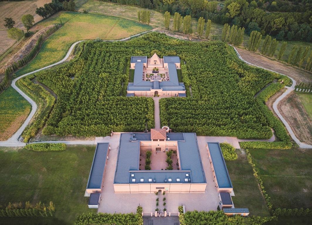 Labirinto visto dall'alto. Credits Archivio fotografico Franco Maria Ricci.jpg