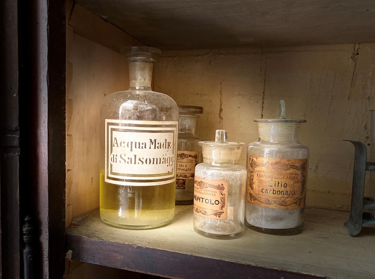 003R L'Antica Farmacia di San Filippo Neri e il Quartiere dei Gesuiti a Parma.jpg