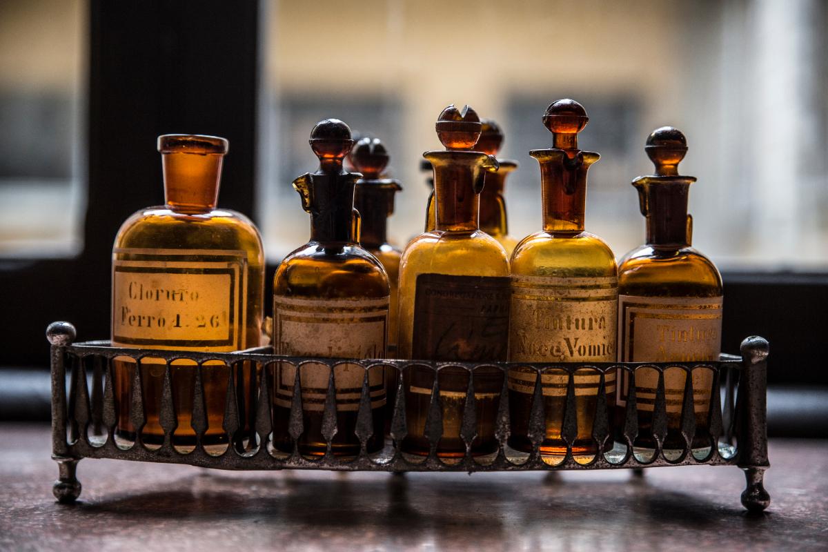 001R L'Antica Farmacia di San Filippo Neri e il Quartiere dei Gesuiti a Parma.jpg